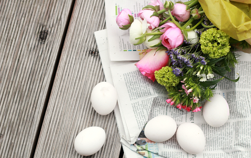 DIY: Floral Egg Centerpiece | The Daily Dose