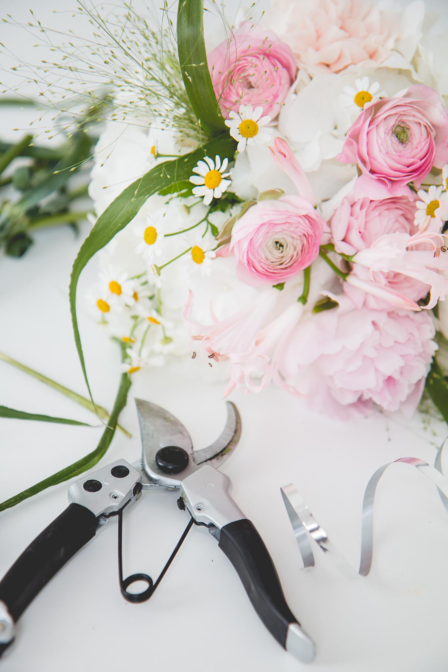 DIY: Bridesmaids Bouquets | The Daily DoseDIY: Bridesmaids Bouquets | The Daily Dose