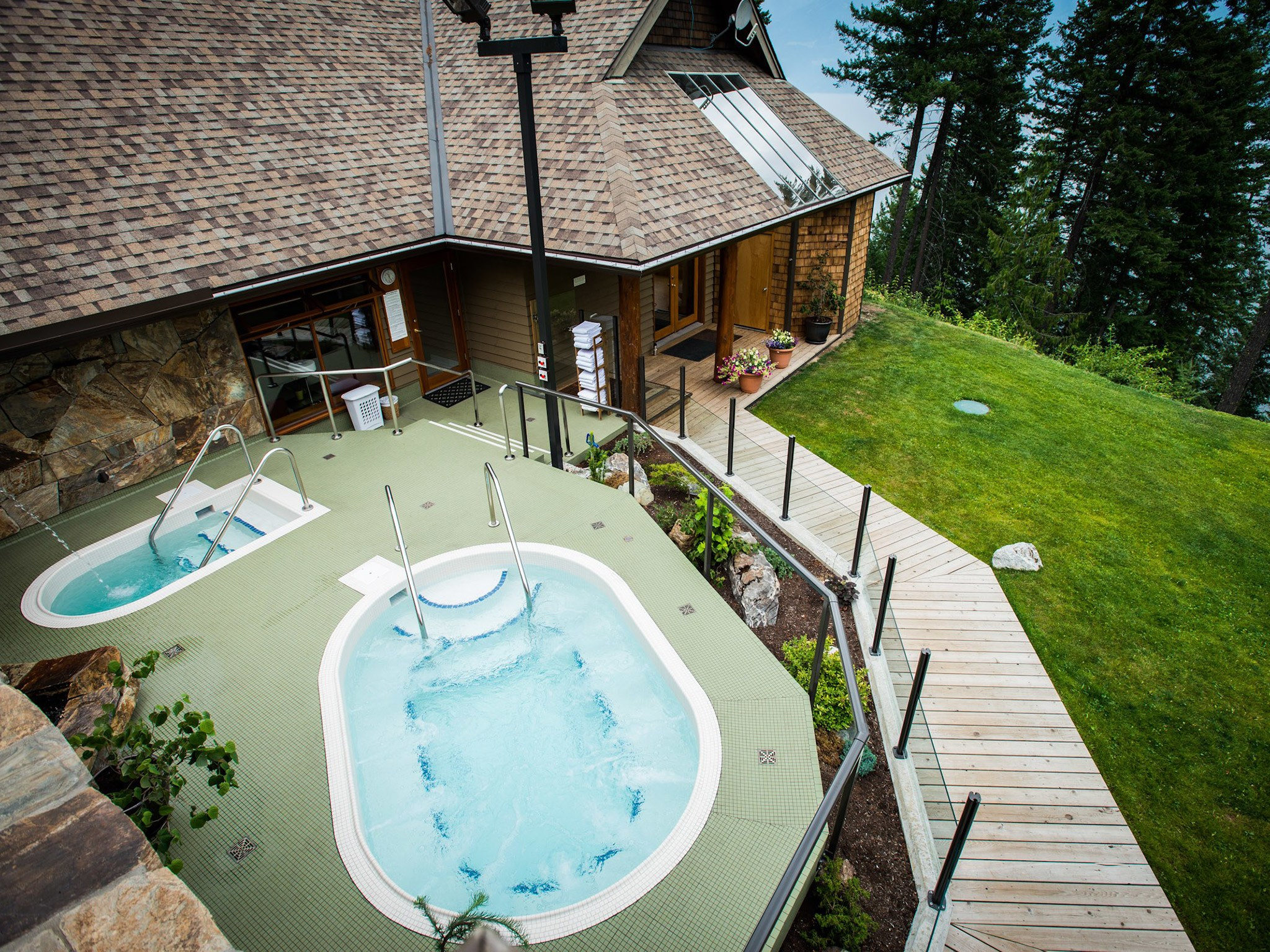 5 Hotels: Wellness & Detox - Mountain Trek Wellness Retreat Canada | Love Daily Dose