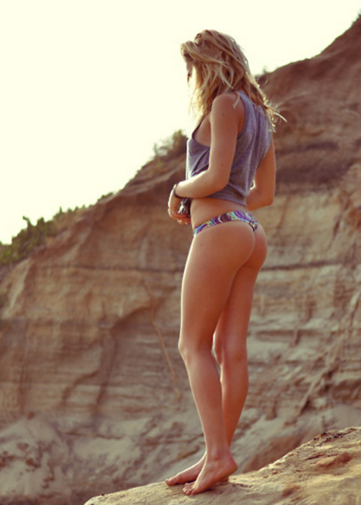 5 easy exercises for a toned beach booty