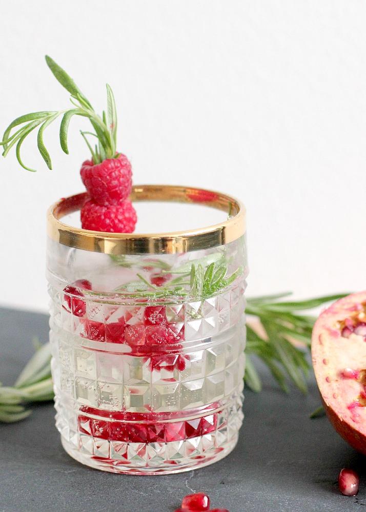 Bubbly Friday: Pomegranate Rosemary Cocktail | The Daily Dose
