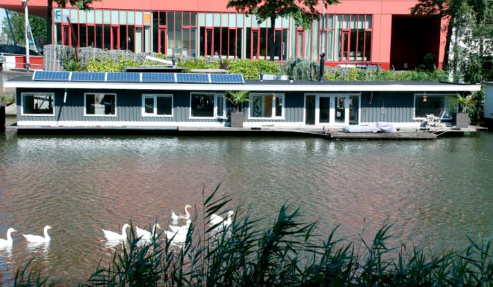 Hotels-Amsterdam-Boathotel-1