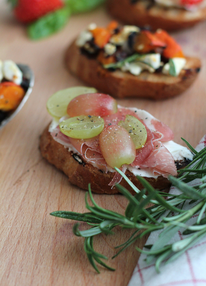 Crostini 3 Ways: Prosciutto and Grapes | The Daily Dose