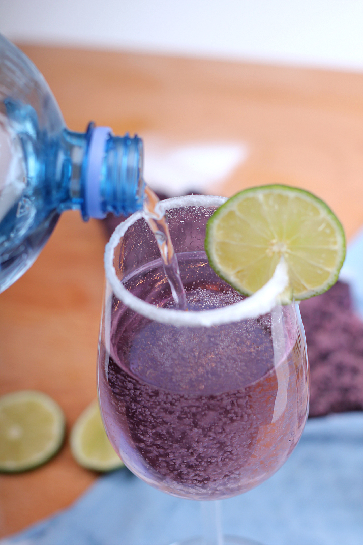 Bubbly Friday: Violet Fizz Cocktail | The Daily Dose