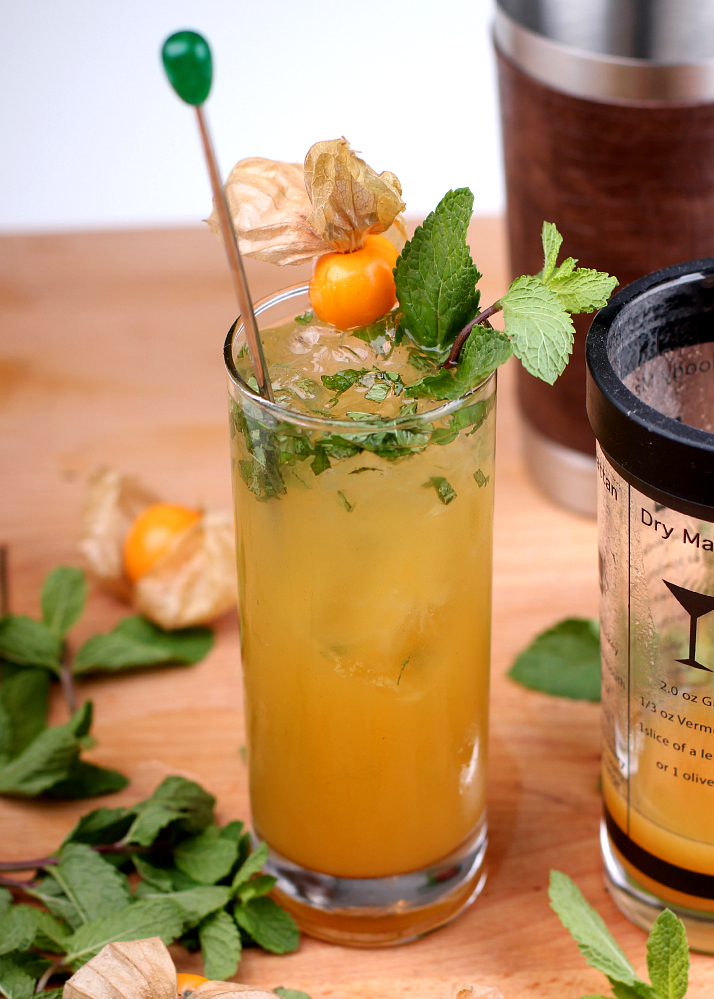 Cocktail Recipe: bubbly peach julep with prosecco | The Daily Dose