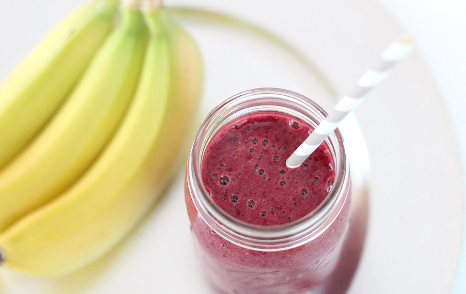 3 Easy Breakfast Ideas: Berry Smoothie | The Daily Dose
