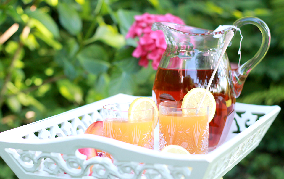 Spiked Homemade Ice Tea | The Daily Dose