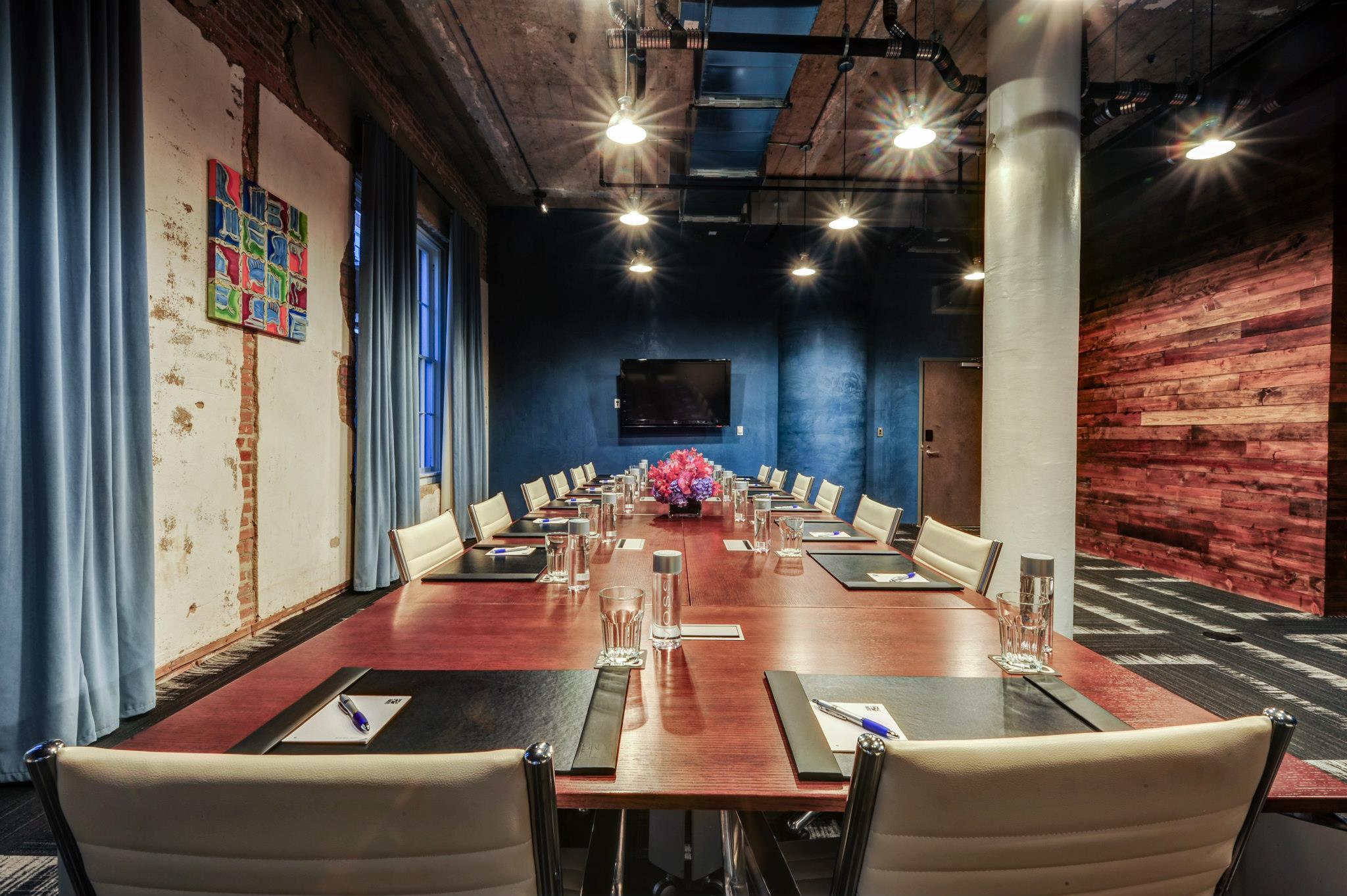 5 Hotels Dallas: NYLO Dallas South Side | Love Daily Dose