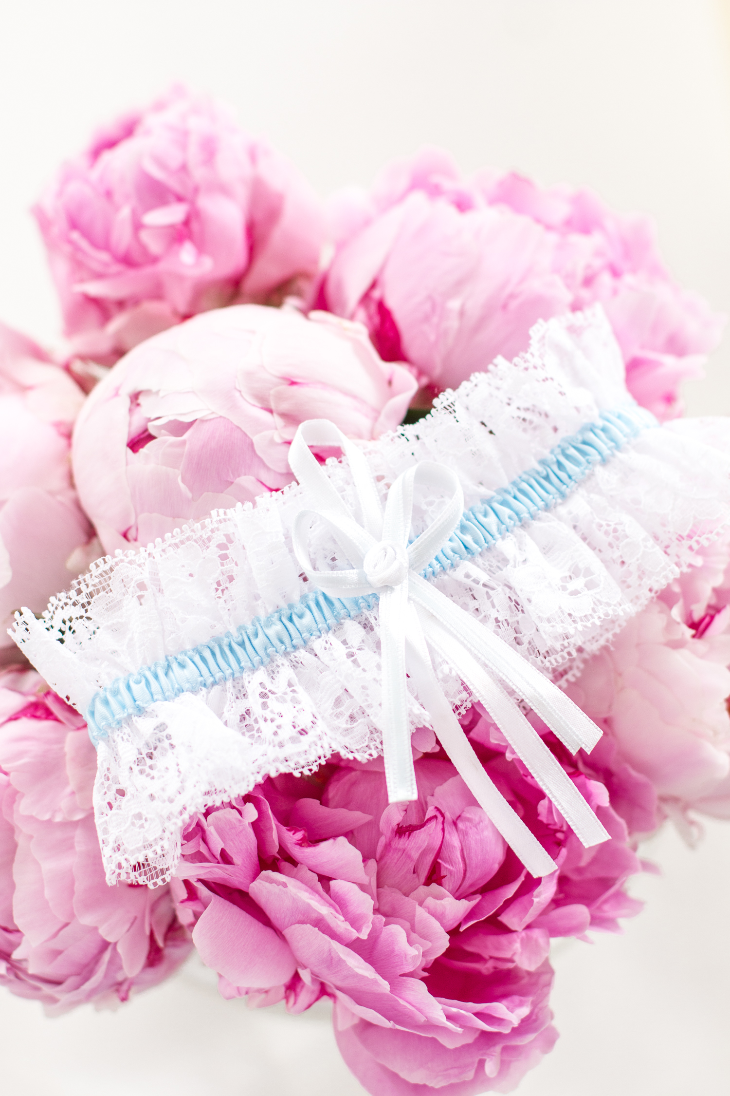 Gift Guide for the Bride-To-Be | Love Daily Dose