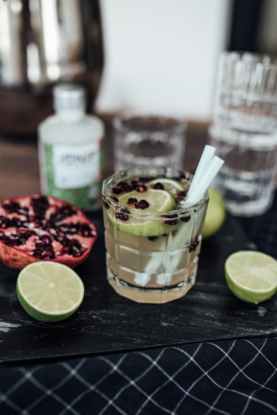 Bubbly Friday: Pomegranate Lime Refresher | #lovedailydose