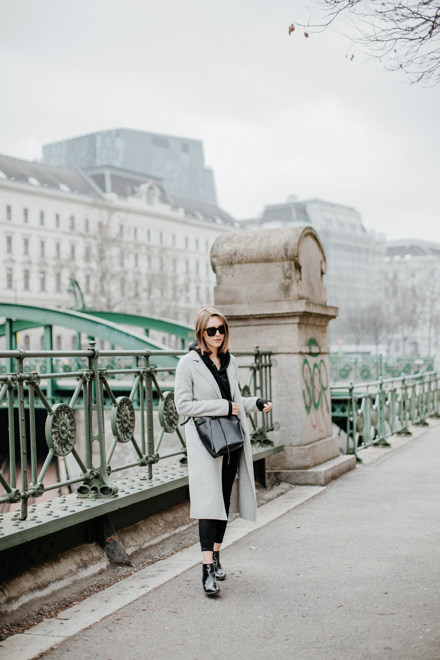 Editor's Pick: How to style a black Sweatshirt | Love Daily Dose