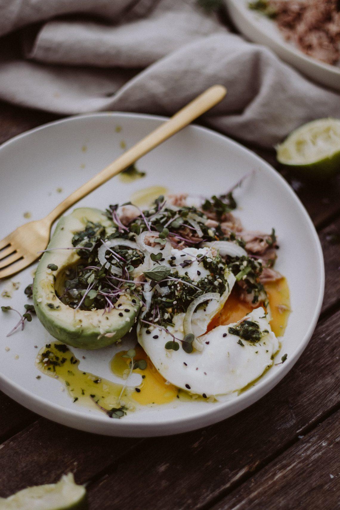 Rezept: Thunfisch Avocado Salat mit Chimichurri