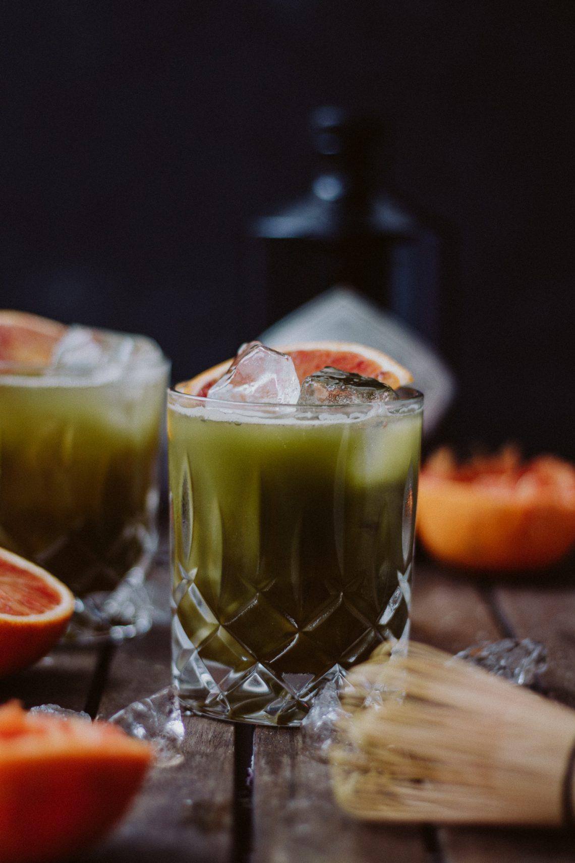 Bubbly Friday: Matcha Blutorangen Gin Fizz