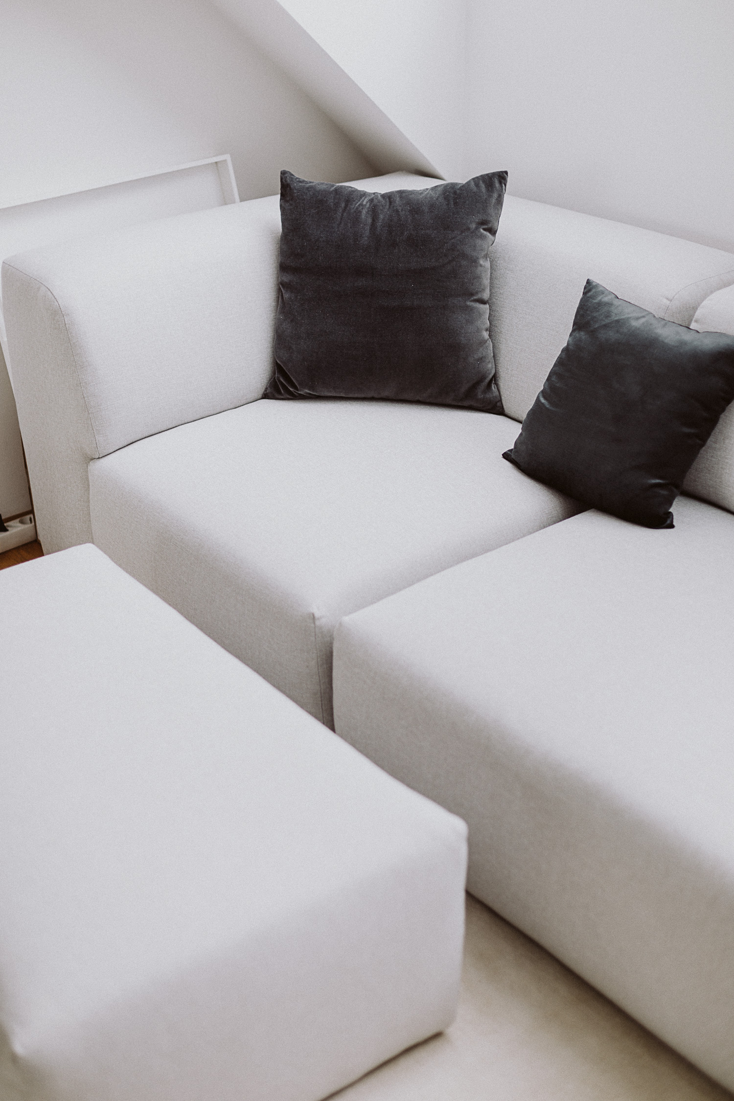 Sofa Trends 2019: The Pillow - Love Daily Dose