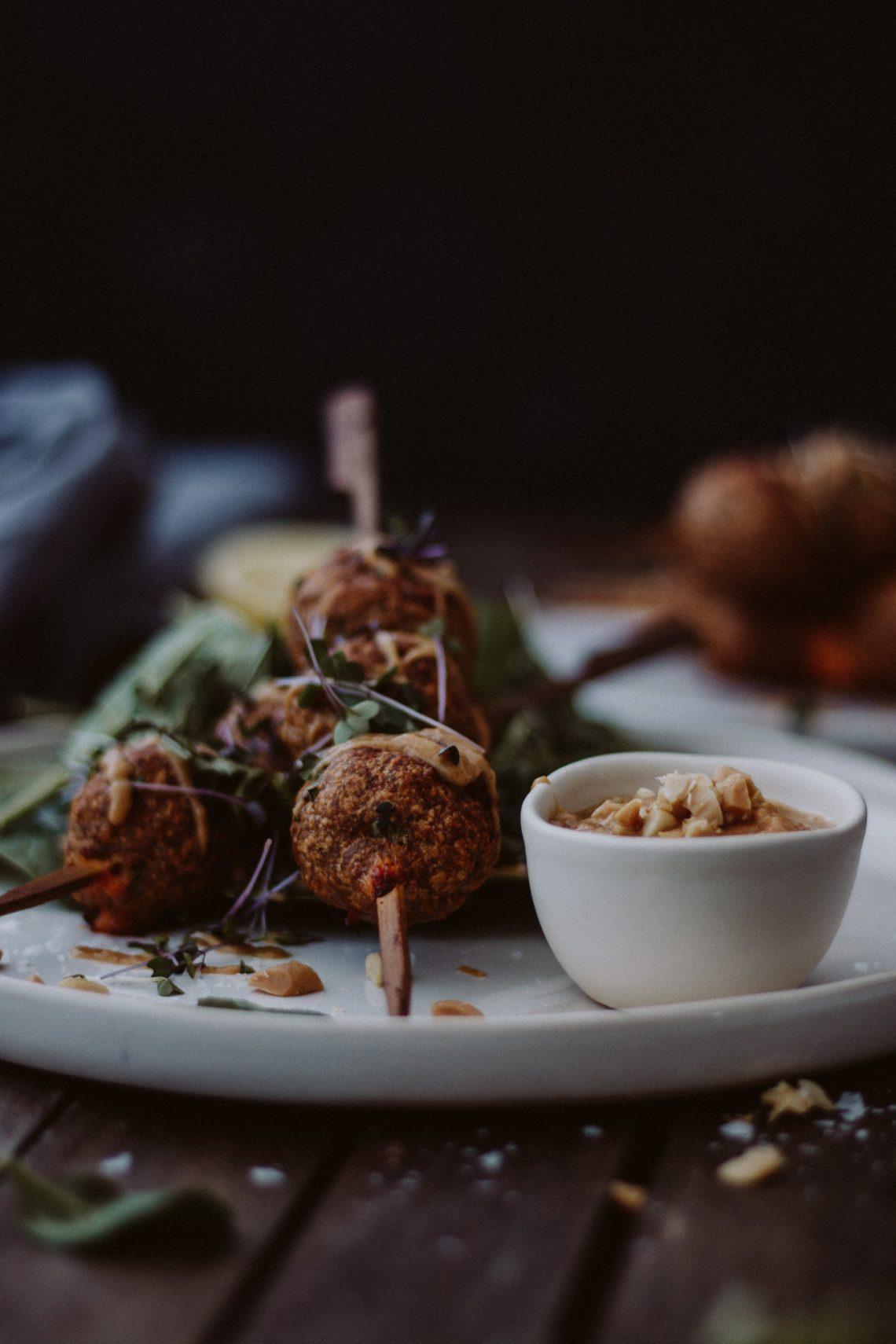Rezept: Thai Hühner-Bällchen mit Erdnusssoße