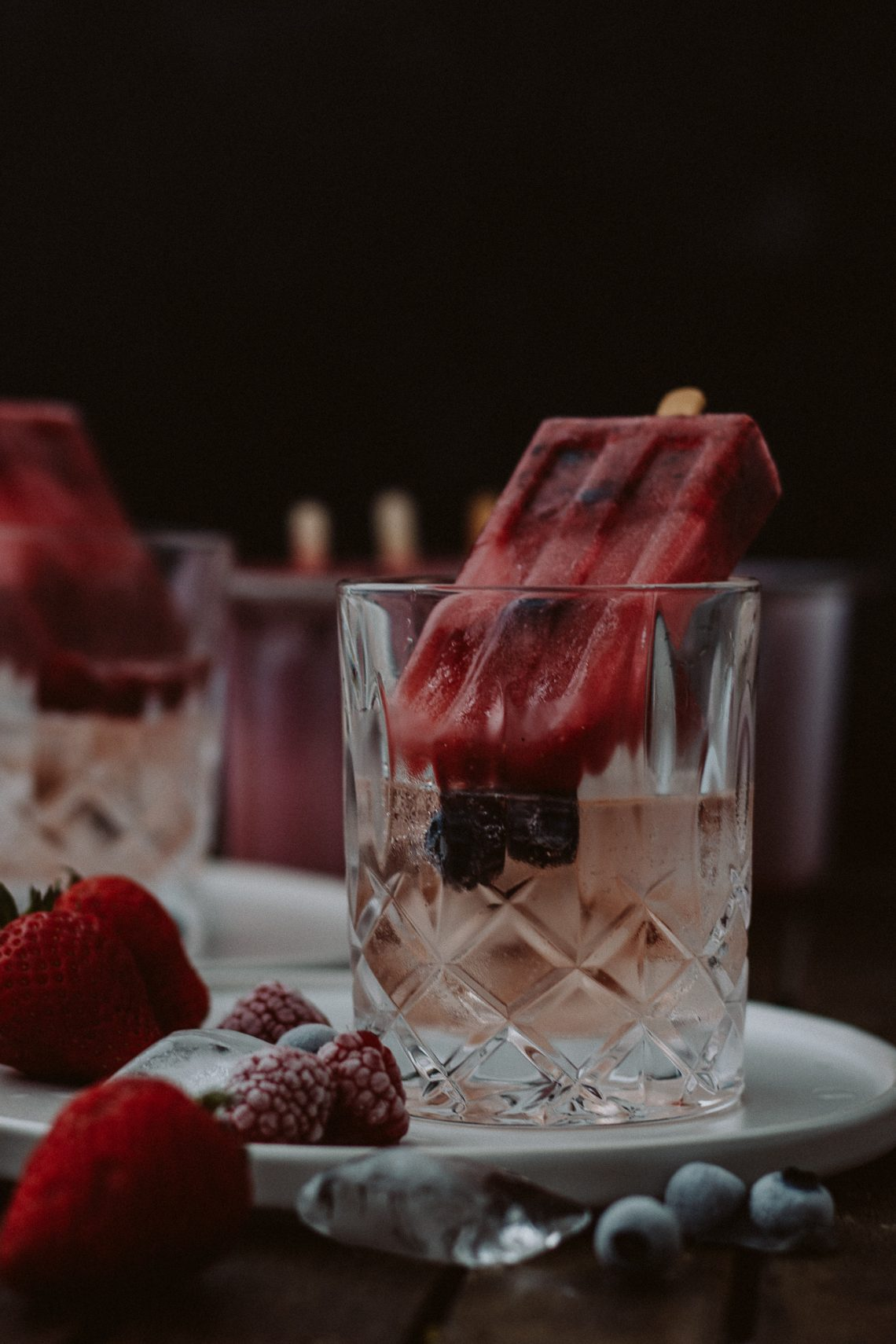 Bubbly Friday: Beeren Holunder Eis mit Rosé