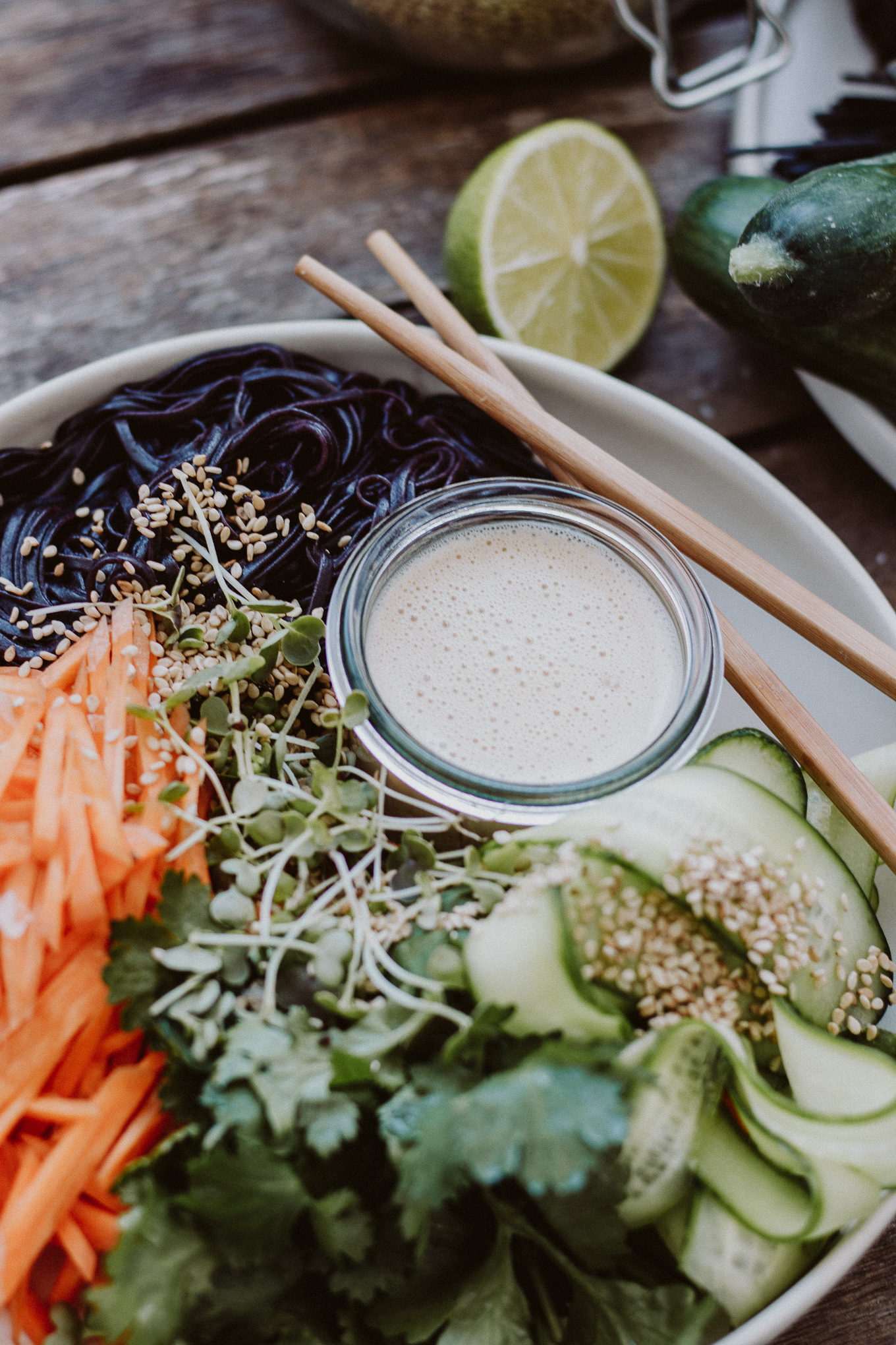 2019 The Daily Dose vegane Asia Ramen Bowl Erdnussbutter Dressing