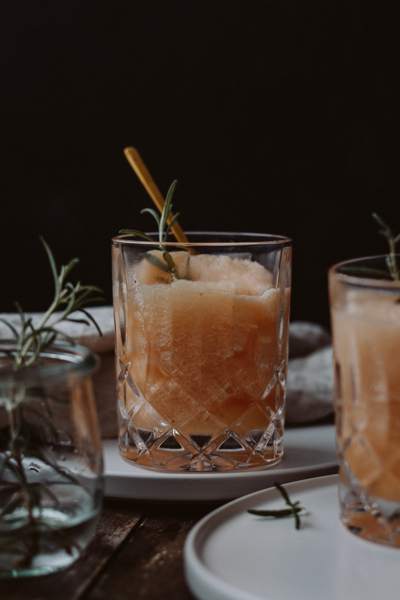 2019 The Daily Dose Bubbly Friday Boozy Nektarinen Rosmarin Slush