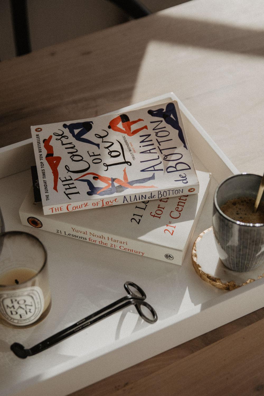 Reading List: Bücher, die zum Nachdenken anregen | The Daily Dose