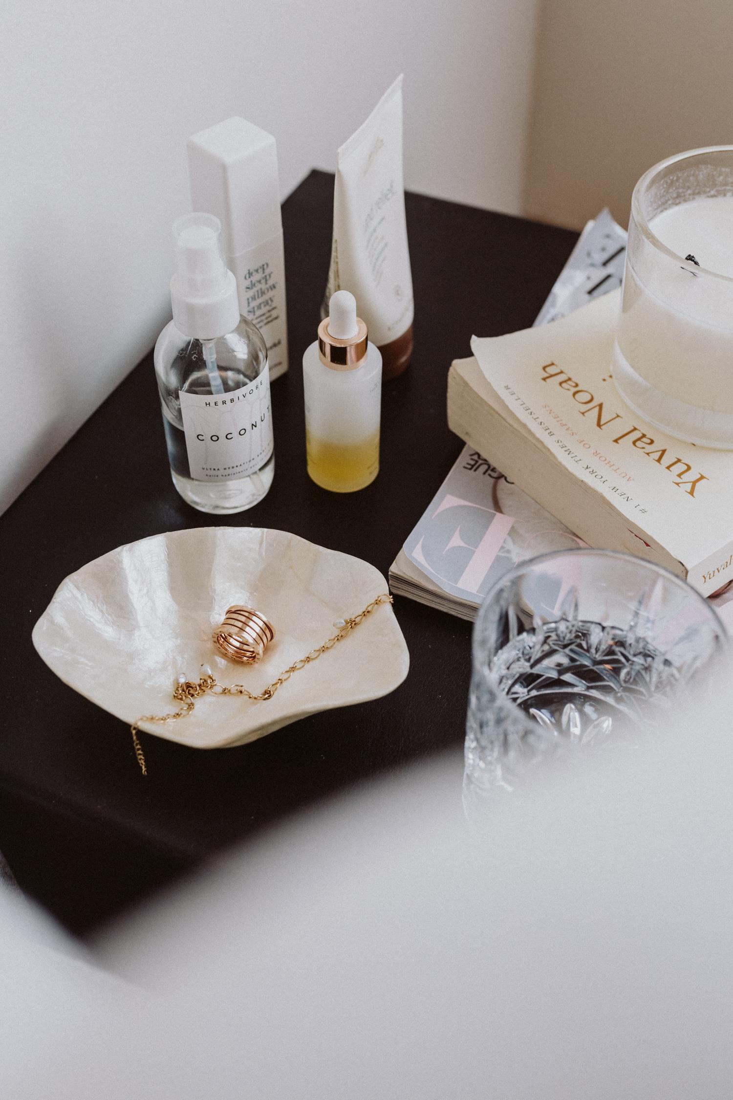 Bedside Essentials: Auf unserem Nachttisch ... - Love Daily Dose
