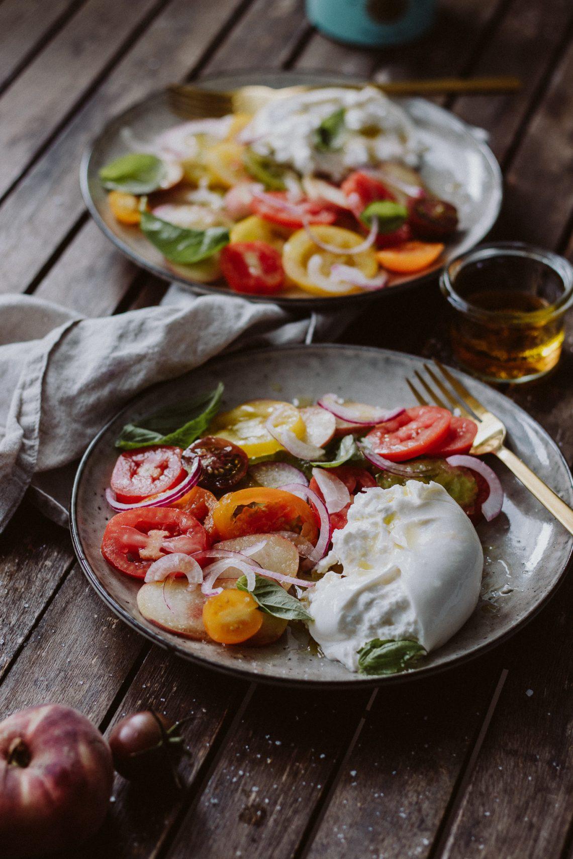 Rezept: Burrata küsst Pfirsich und Tomate