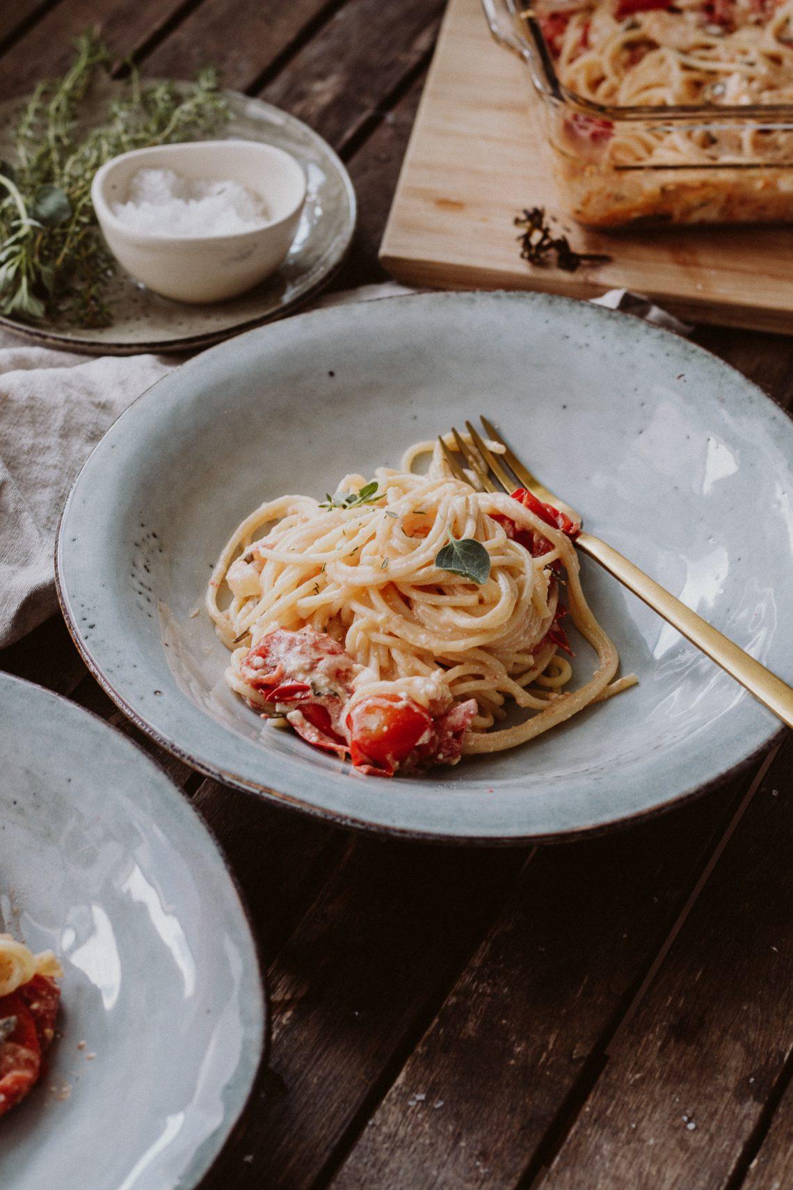 Rezept: Spaghetti mit Tomaten-Feta-Soße aus dem Ofen